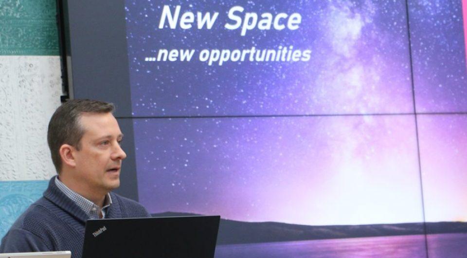 Aaron Dinardi talar vid Ignite Space i Luleå. Foto: Lennart Håkansson, Affärer i norr